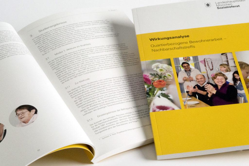 """Grafikdesign Broschüre Landeshauptstadt München Sozialreferat: Wirkungsanalyse """"Quartierbezogene Bewohnerarbeit – Nachbarschaftstreffs"""", 152 Seiten (nach CI LH München)"""
